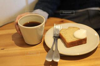 コーヒーとシフォンケーキの写真・画像素材[2834941]