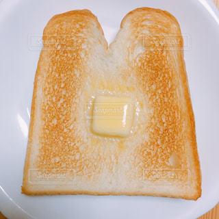 こんがり焼けた食パンの写真・画像素材[1820156]