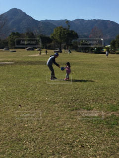 公園でボール遊びの写真・画像素材[1820778]