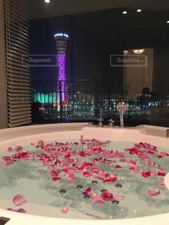 夜景が見える展望風呂の写真・画像素材[1820733]