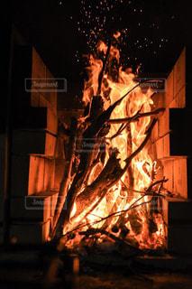思いのほか燃え上がった焚き火2の写真・画像素材[1823458]