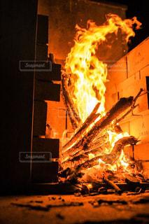 思いのほか燃え上がった焚き火1の写真・画像素材[1823460]