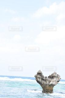 水の大きな岩の写真・画像素材[1843444]