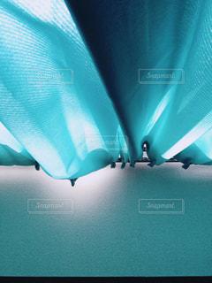 カーテンから差し込む光の写真・画像素材[1831728]