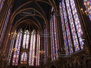 パリのサント・シャペル教会。美しすぎるステンドグラス。の写真・画像素材[1830908]