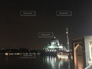 マレーシアのピンクモスク、夜景の写真・画像素材[1834511]