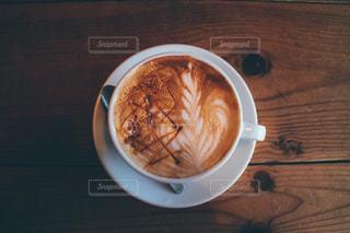 テーブルの上のコーヒー カップの写真・画像素材[1834839]