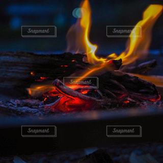 火のぼやけた写真の写真・画像素材[3174745]