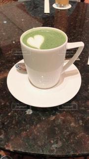 テーブルの上のコーヒー カップの写真・画像素材[1836952]