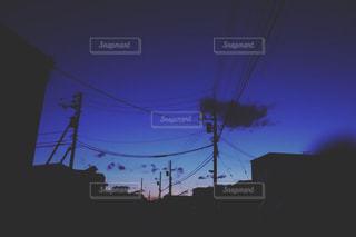交通信号は夜ライトアップします。の写真・画像素材[1837485]