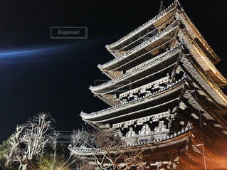 近くの塔のアップの写真・画像素材[1842700]
