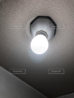 裸電球の写真・画像素材[1330494]