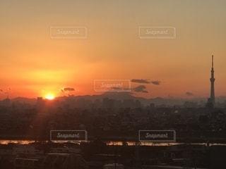 街に沈む夕日の写真・画像素材[1839763]