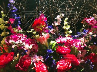 紫色の花一杯の花瓶の写真・画像素材[1884652]