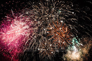 空の花火の写真・画像素材[2319070]