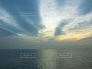 空と海と飛行機と船の写真・画像素材[4359483]