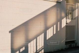 歩道橋の影の写真・画像素材[3588791]