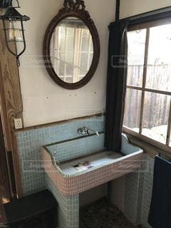 レトロ洗面台の写真・画像素材[1845490]