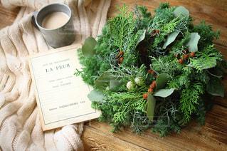 クリスマスリースを眺めながらおうちカフェの写真・画像素材[1846946]