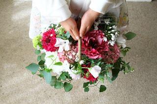 花を持っている子供の写真・画像素材[2262864]
