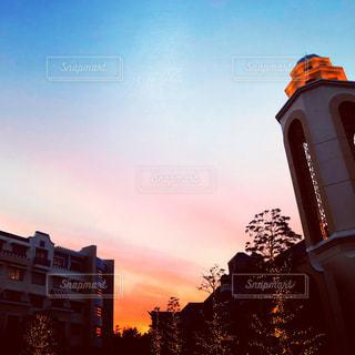 街に沈む夕日の写真・画像素材[1844801]