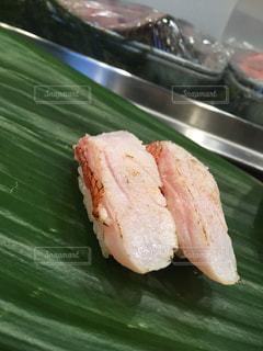 鯛のお寿司 塩じめの写真・画像素材[1866085]