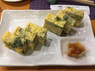 お寿司屋さんの卵焼きの写真・画像素材[2052499]
