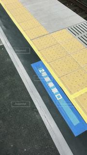 京浜東北線のホーム  点字ブロックの写真・画像素材[2224076]