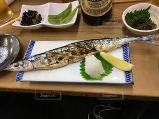 テーブルの上の食べ物とさんまの写真・画像素材[2689354]