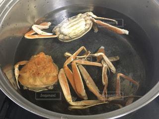 蟹の出汁をとる鍋の写真・画像素材[2992180]