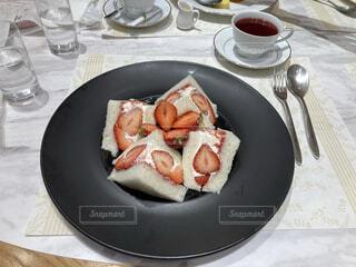 いちごのサンドイッチの写真・画像素材[4191229]
