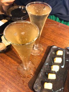 シャンパンで乾杯の写真・画像素材[1852492]