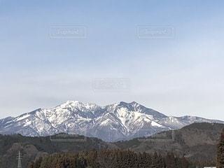 雪をかぶった山の写真・画像素材[1864075]
