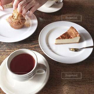 食品とコーヒーのカップのプレートの写真・画像素材[1850454]