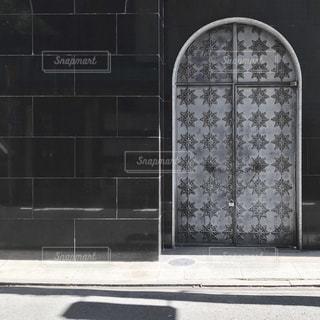 近くのドアのアップの写真・画像素材[1851320]