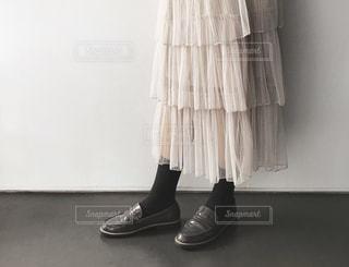 近くにいくつかの靴のアップの写真・画像素材[1851322]
