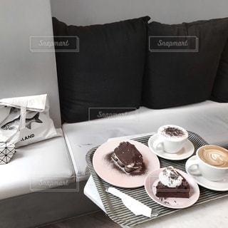 テーブルの上のコーヒー カップの写真・画像素材[1851332]
