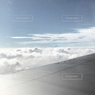 雪の空に雲のグループ対象斜面の写真・画像素材[1851388]