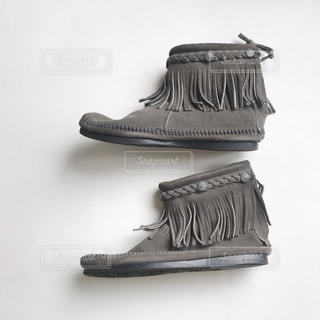 白い靴のペアの写真・画像素材[1870751]