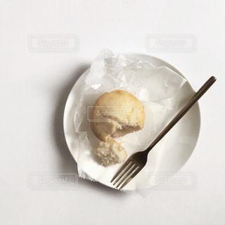 ケーキと皿の上のアイスクリームの写真・画像素材[1870752]