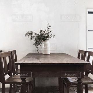 ダイニング ルームのテーブルの写真・画像素材[1874725]