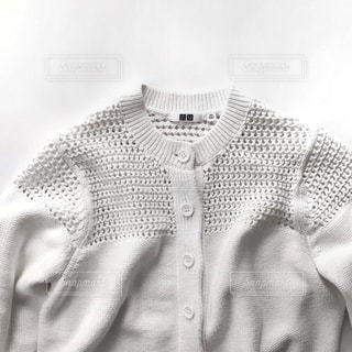 白のカーディガンの写真・画像素材[1981596]