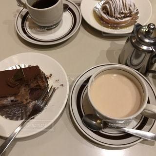 コーヒー一杯の皿の写真・画像素材[2096675]