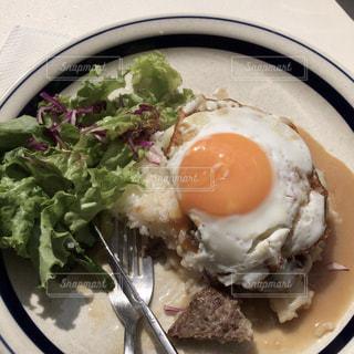 食べ物の皿の写真・画像素材[2129257]