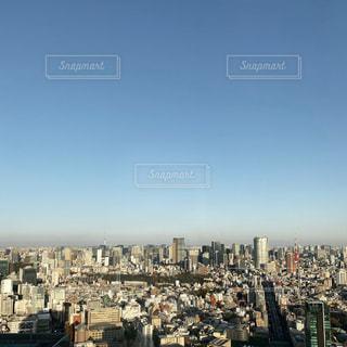 都市を背景にした大きな水域の写真・画像素材[2771192]