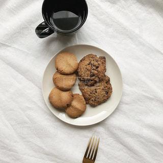 食べ物の皿とコーヒーの写真・画像素材[2920959]