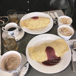 食べ物の皿とコーヒーの写真・画像素材[2939911]