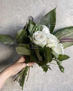 花瓶に花束を入れるの写真・画像素材[2982845]