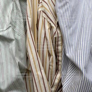 ネクタイと白いシャツを着た男の写真・画像素材[3026231]