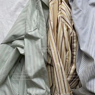 ネクタイと白いシャツを着た男の写真・画像素材[3026230]